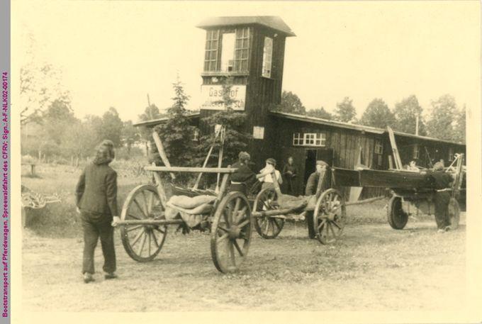 Bootstransport auf Pferdewagen bei einer Spreewaldfahrt des CFRV