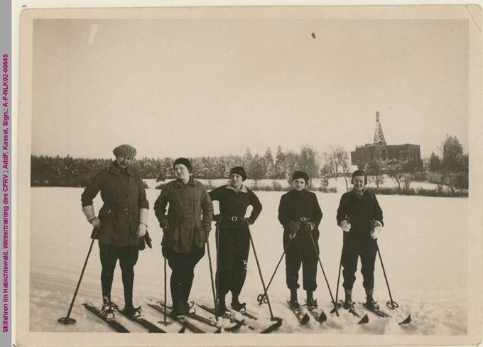 Gruppenbild beim Skifahren im Habichtswald, Wintertraining des CFRV