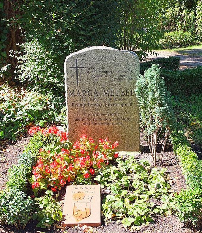 Grab von Margarete Meusel auf dem Friedhof Zehlendorf in Berlin