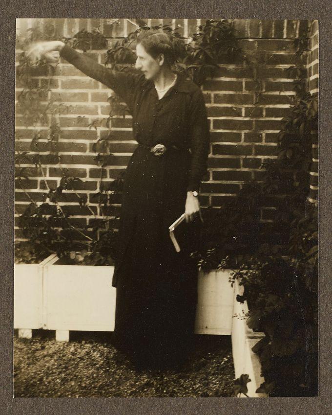 Alice Salomon auf dem Dachgarten der Sozialen Frauenschule
