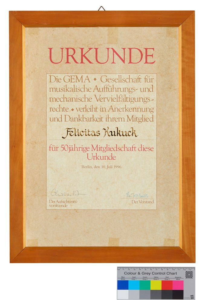 Urkunde über die 50-jährige Mitgliedschaft von Felicitas Kukuck bei der GEMA